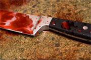 Une femme a été tuée à coups de couteau et de barre de fer par son époux