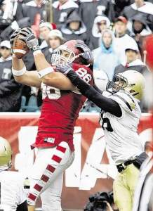 Temple tight end Steve Maneri scored a touchdown to help knock off the Black Knights 27-13. (AP photo)