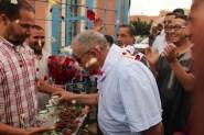 تجار وحرفيو سوق السبت بأركانة يستقبلون الحسين أضرضور وكيل لائحة الوردة بأيت ملول بالتمر والحليب