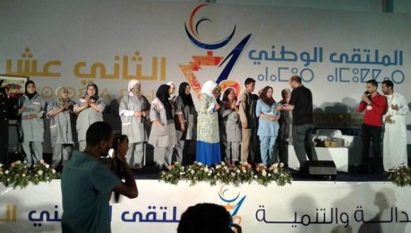 """شبيبة البيجيدي تكرم عاملات النظافة بأكادير،وكاتبها الوطني يصفهن ب""""سيدات الوطن"""""""