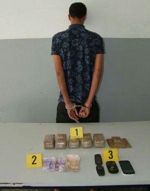 """بالصورة:أمن أكادير يطيح بتاجر مخدرات ويحجز كمية مهمة من """"الحشيش"""""""