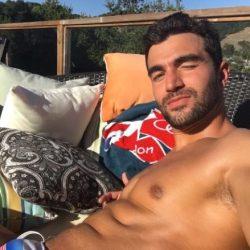 酷新聞:奧運選手 用屁股照回應 幫人出櫃的無良記者