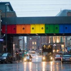 酷新聞:同志新地標 英國里茲「彩虹橋」落成