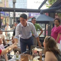 酷新聞:加拿大總理 首度光臨同志酒吧 網友轟動