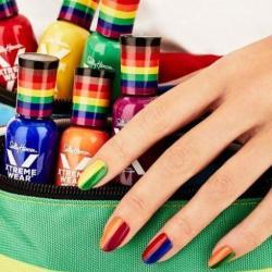 酷新聞:美甲名牌與同志團體合作 推彩虹系列商品