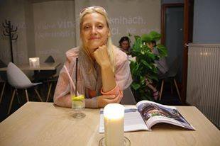"""Rozmowy z ludźmi """"na kilku stołkach"""" - Anna Katarzyna Tomkiel-Cope: Interesuje mnie życie!"""