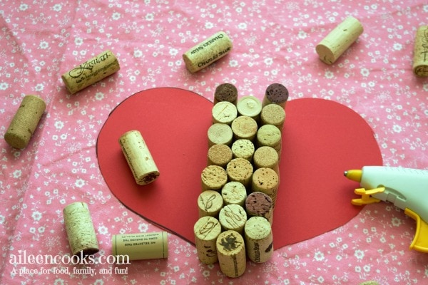 DIY Heart Shaped Wine Cork Trivet. This is the perfect wine cork craft for Valentine's Day. Project from aileencooks.com.