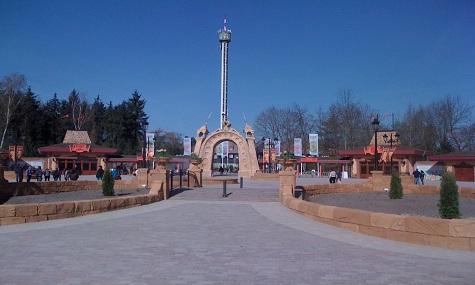 Holiday Park Plopsa Eingang Achterbahn 2014   Ein Coaster Jahr für Deutschland?