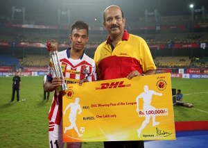 Sameehg Doutie of Atletico de Kolkata receives the DHL Winning Pass of the League Award during the penalty shoot out of the Final of the Indian Super League (ISL) season 3 between Kerala Blasters FC and Atletico de Kolkata held at the Jawaharlal Nehru Stadium in Kochi, India on the 18th December 2016. Photo by Shaun Roy / ISL / SPORTZPICS