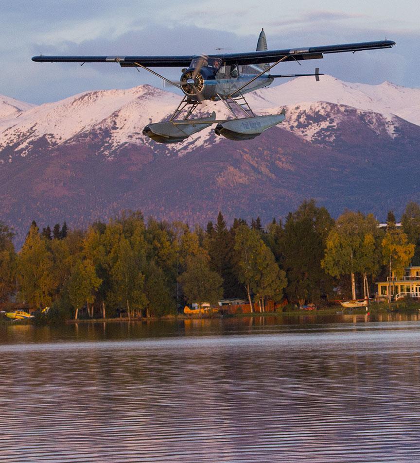 DeHavilland Beaver on final approach for a landing at PALH