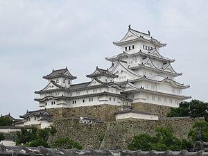 Himeji_Castle_Keep_Tower_after_restoration_2015