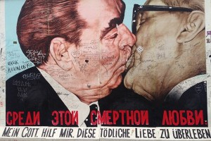 East Side Gallery Bresjnev og Honecker