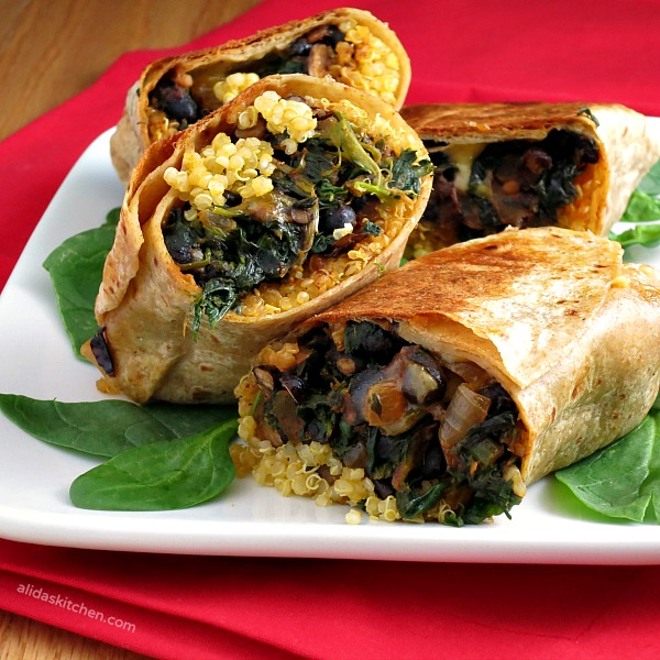 Black Bean Spinach Quinoa Burritos | alidaskitchen.com #recipes #meatless #SundaySupper