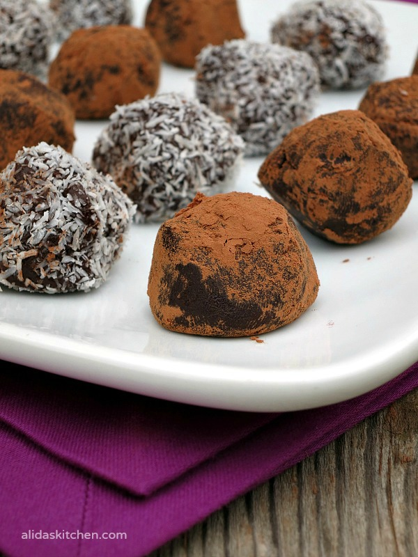 Pinot Noir Dark Chocolate Truffles | easy to make dark chocolate truffles infused with Pinot Noir wine #SundaySupper