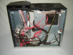 haf 922 cable management 300x225 HAF 922 Review