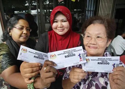 http://i2.wp.com/aliran.com/wp-content/uploads/2013/02/BR1M-recipients-at-Bayan-Baru-Penang.jpg?resize=520%2C373