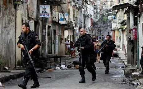 Brazilian soldiers on patrol in Vila Cruzeiro - Photograph: affordablehousing.org