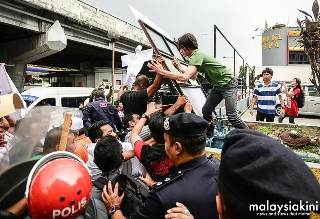 political-hooliganism