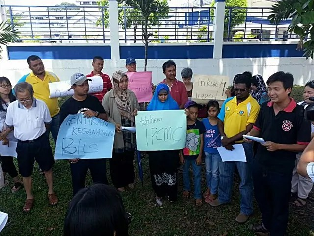 Aliran members were among those who protested outside the central lock-up in Bayan Baru on Mother's Day 2014