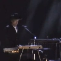 November 21: Bob Dylan plays Visions of Johanna, London, England  2005 (Video)