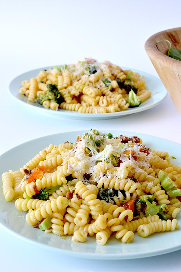 espirales-con-brocoli-tomates-y-pesto-ays-20