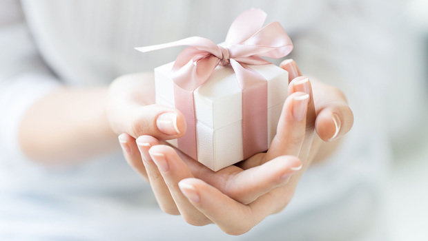 header_image_Mothers-Day-Gift-Ideas-According-to-Budget-AR-Main-Image-Fustany