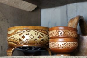 ҚAFAH, Каган, деревянная посуда, орнамент на дереве, Өрнегі, ярмарка в Алматы, юрта, современный художник, казахский ремесленник, номад, национальное ремесло, национальное достояние, наследие кочевников, наследие, мастер, казахский орнамент, казахские традиции, алматинский Арбат, Центрально-азиатская ярмарка ремесленников, Сделано в Казахстане, Казахстан, Алматинская палата ремесел, Made in Kazakhstan, обработка дерева