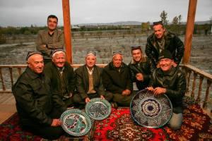ляган, блюдо для плова, миска для шорпы, глина, керамика, роспись, голубая керамика, преемственность поколений, ремесленники из Узбекистана