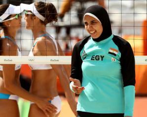 المصرية دعاء الغباشي: تعرضت للخداع في صورتي مع علم إسرائيل