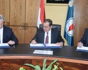 """تفاصيل توقيع """"البترول"""" 3 اتفاقيات للبحث عن الغاز في الصحراء الغربية"""