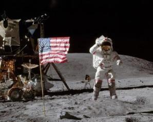 رواد الفضاء يشرحون لماذا لم يزر القمر أحد منذ أكثر من 45 سنة، الرد محبط قليلًا