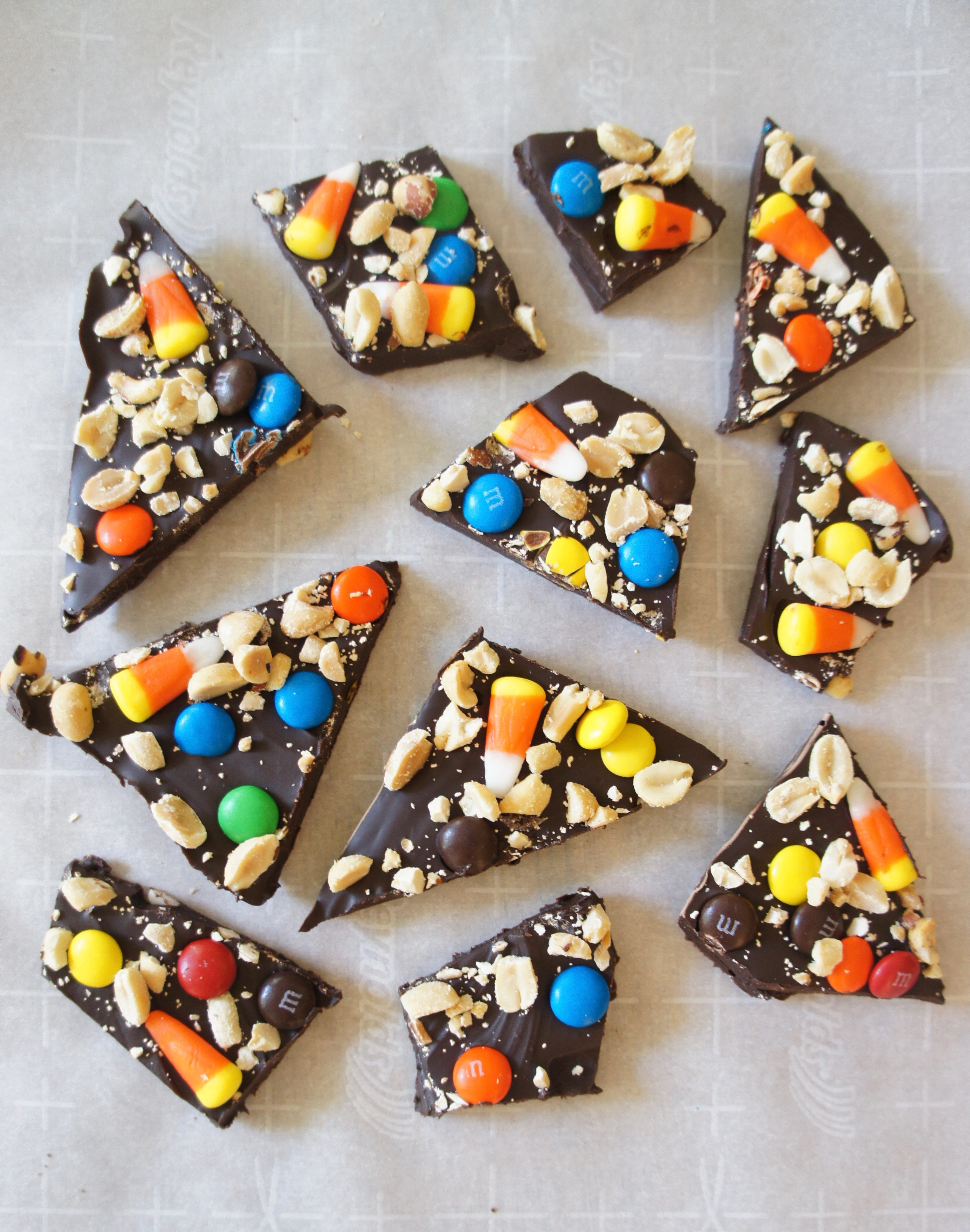 gluten free candy bark tonight some friends of ours came over for what has come to be a tradition in our house around halloween time a creepy movie night - What Halloween Candy Is Gluten Free