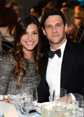 justin-bartha-engaged-lia-smith-engagement-engagement-rings-proposal-marriage-proposal-proposal-idea-0517-main
