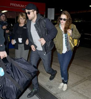 kristen-stewart-robert-pattinson-together-airport-8-924x1024