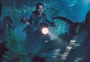 Jurassic-World-Trailer-Chris-Pratt-Motorcycle-Raptor-Brighter
