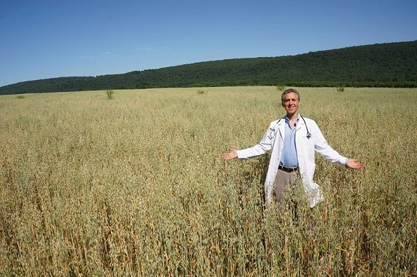 Doctor Sells His Practice in New York, Buys Organic Farm & Begins Treating Patients Himself  Weiss