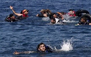 مقتل 20 مهاجراً على الأقل قبالة ساحل ليبيا