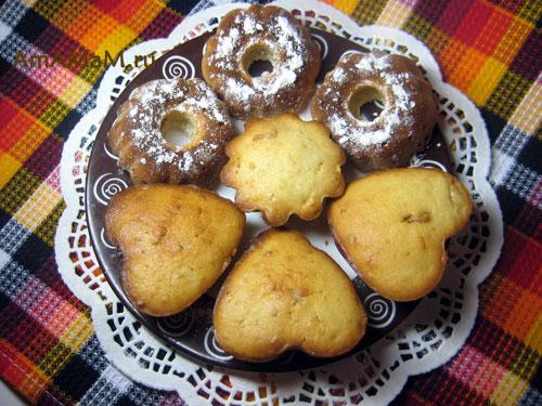Кексы, испеченные в разных формочках