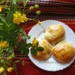 Пирожки из слоеного теста с помидорами