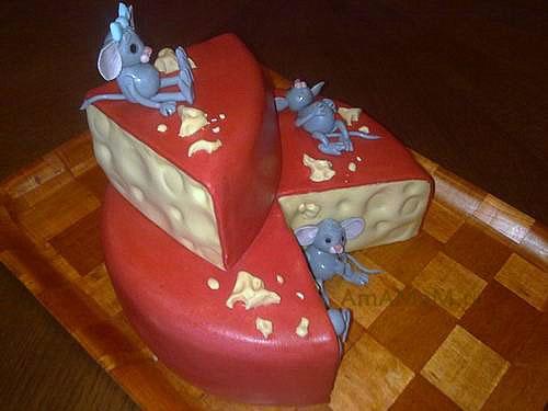 Детский торт с мышами и сыром из мастики