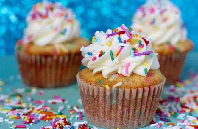 funfetti cupcakes, homemade cupcakes