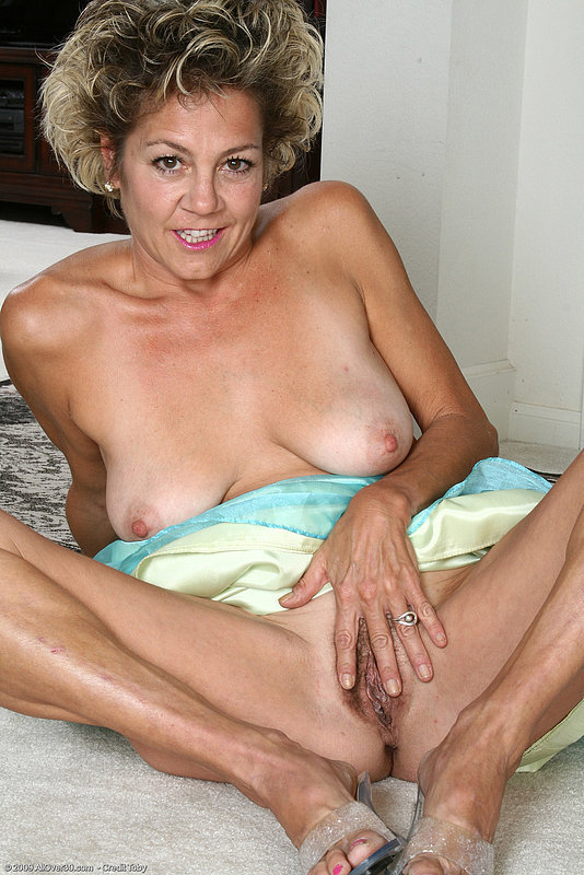 amateur mature saggy tits housewife