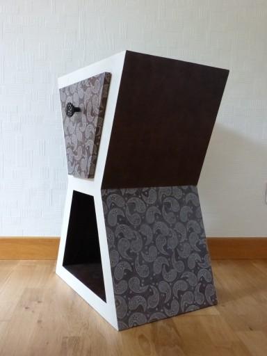 Table de chevet en carton