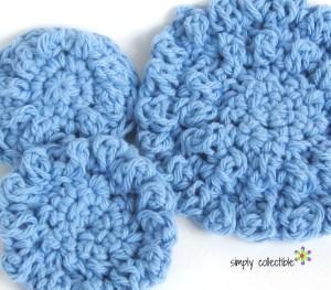 Round-Cloths-or-Reusable-Cotton-Balls-Free-crochet-Pattern-SimplyCollectibleCrochet.com_