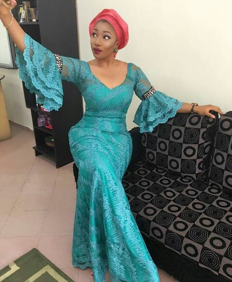 Aso Ebi Styles With This Trending Lace Designs-amillionstyles @dezfaculty