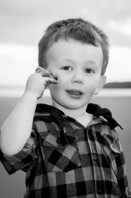 B&w, Bethells beach, little boy photoshoot by Anais Photography, Auckland