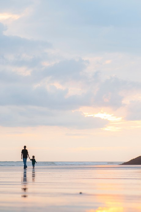 Sunset Bethells beach, mum and child little boy photoshoot by Anais Photography, Auckland