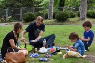 pique nique avec les enfants et les parents dans le parc a Lyon