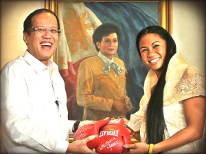 "Ana Julaton and Pres. Benigno ""Noynoy"" Aquino III"
