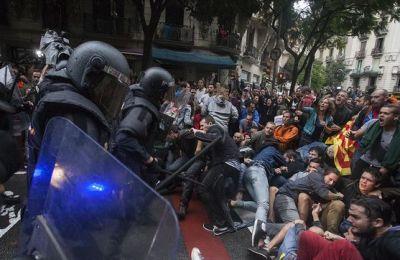 Carregues-Referendum-Barcelona-Escola-Ramon_EDIIMA20171002_0739_4